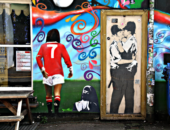 street art Brighton Banksy Kissing Policemen