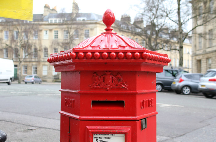 Bath pillar letter box